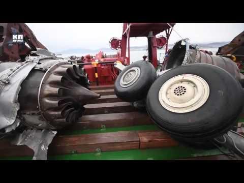 Спасатели извлекают обломки Ту 154 из Черного моря