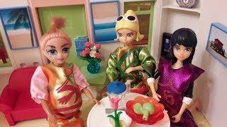 Анекдоты про Маринетт, Адриана, Хлою и кукол Лол