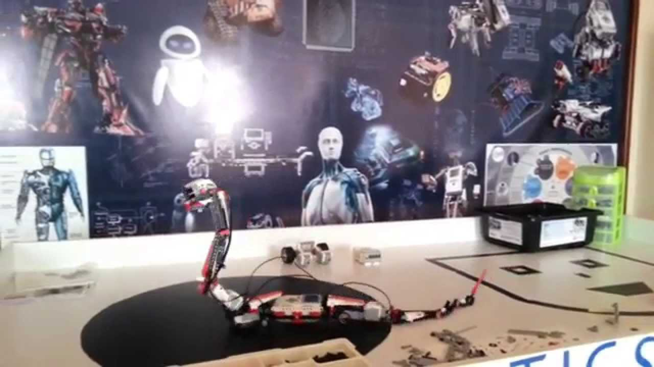 Snake Robot Escaping From Robotics Room Youtube