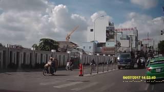 Xe tải chạy ngược chiều D1 - Điện Biên Phủ, Bình Thạnh