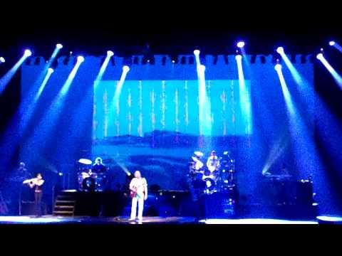 The Moody Blues   Isnt Life Strange Salle Wilfrid Pelletier Montreal 6 juillet 2010