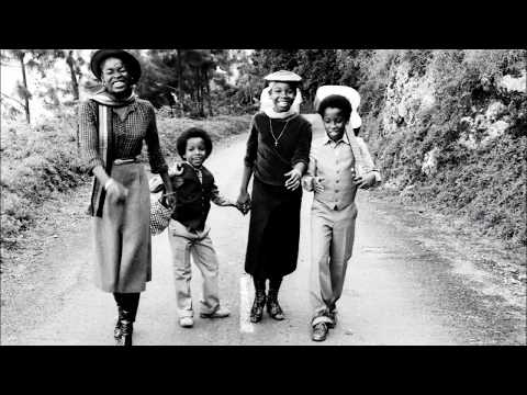 Ziggy Marley and The Melody Makers - Zion Train Rare Studio Version from Sunsplash 1981 Rehearsals