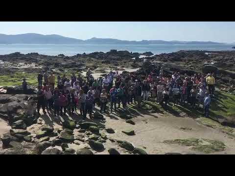 Cerca de 100 personas reclaman en A Carabuxeira la regeneración del arenal