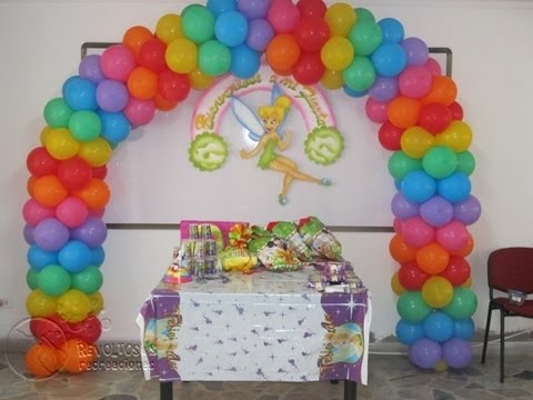 Decoracion con globos fiesta de colores youtube for Arreglos de salon con globos