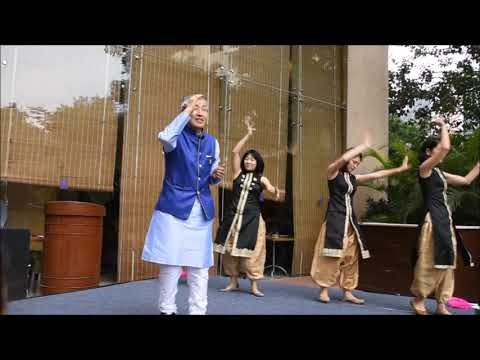 Japanese Lovingly Singing & Dancing in tune to Kannada Famous Songs