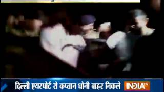 Cricket World Cup 2015: Virat Kohli and Anushka Sharma Spotted at Mumbai Airport - India TV