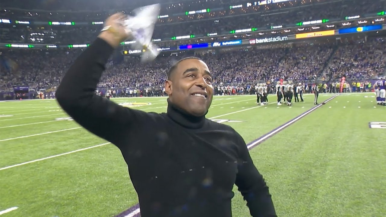 cris-carter-fires-up-fans-during-sunday-s-win