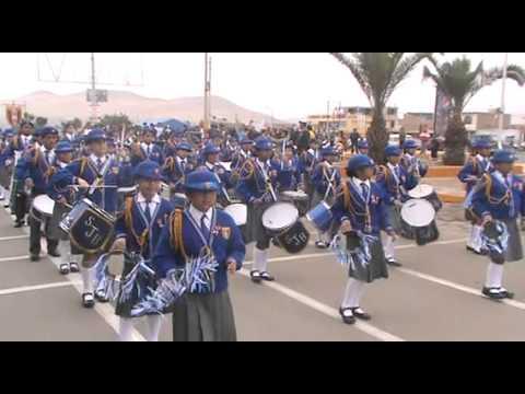 Desfile escolar en conmemoración a los 190 años de Independencia Nacional