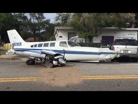 Five injured after pilot crash lands on residential road in Florida