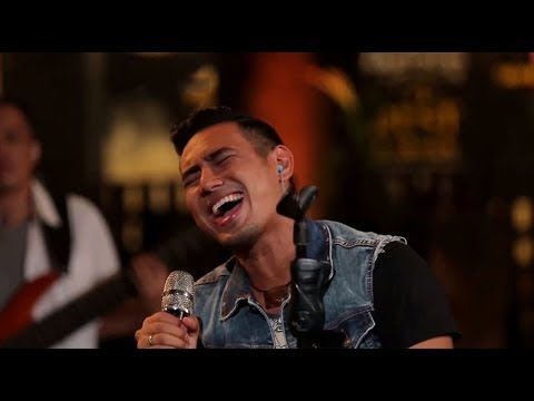 Rio Febrian - Terlalu Manis (Slank Cover) (Live at Music Everywhere) * *