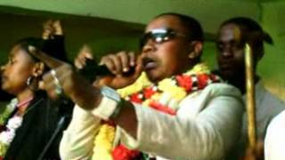 (0.09 MB) PRINCE AMED COMORES Mp3