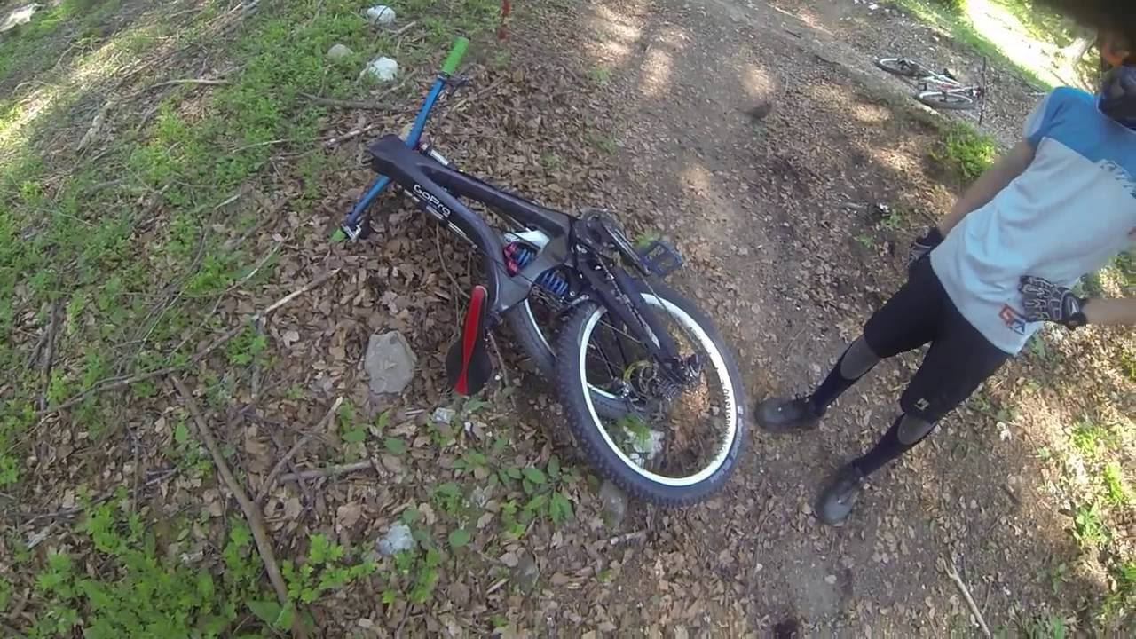 i have broken my carbon frame DH - YouTube