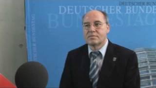 Peinlicher Reporter will Gregor Gysi rhetorisch topen