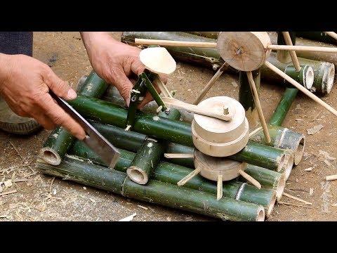 农村爷爷将一堆废竹变成灵气小水车,竹人推磨还能捣米,真有创意