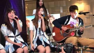 [Fancam] BNK48 Oogoe Diamond - ก็ชอบให้รู้ว่าชอบ Acoustic
