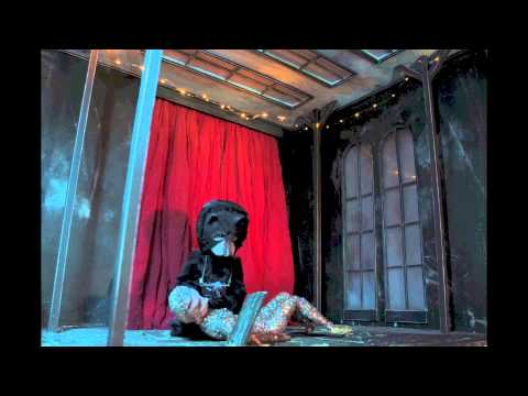 Future Islands - Walking Through That Door (Official Music Video)
