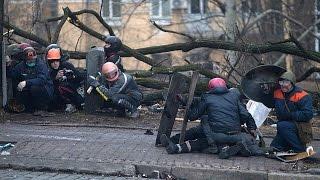 Видео расстрела майдановцев 20 февраля, снятое бельгийским журналистом Patrick Van Gompel с балкона
