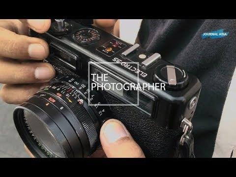 The photographer (Full Length)