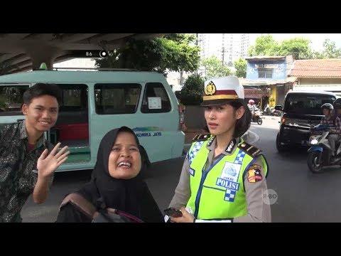 Ditilang Polwan Cantik, Ibu & Anak Sekolah Ini Malah Senang Masuk TV - 86