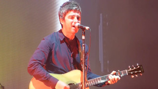Baixar Noel Gallagher - Half The World Away [Live at A Campingflight To Lowlands Paradise - 20-08-2016]