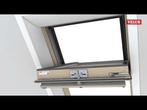 velux het draaiende deel van het dakraam plaatsen doovi. Black Bedroom Furniture Sets. Home Design Ideas