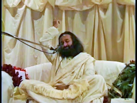 Sri Sri Ravi Shankar Guruji Singing Vittala Vittala Song in satsang