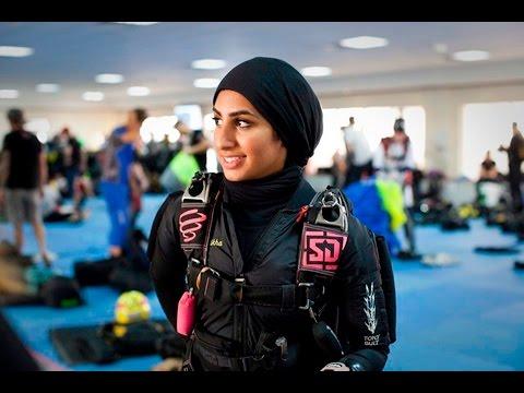Mujeres árabes paracaidistas, equipo promovido por el ...