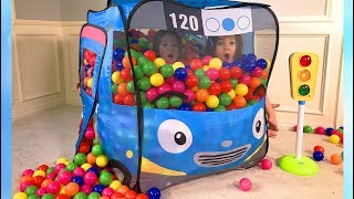 The twins play with Tayo the bus pop up tent