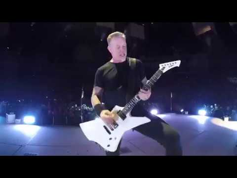 James Hetfield having a little fun at the end of Halo On Fire! #MetInLondon