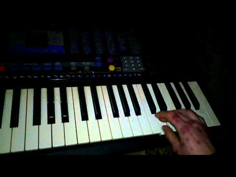 Bielyje rozy na keyboardzie