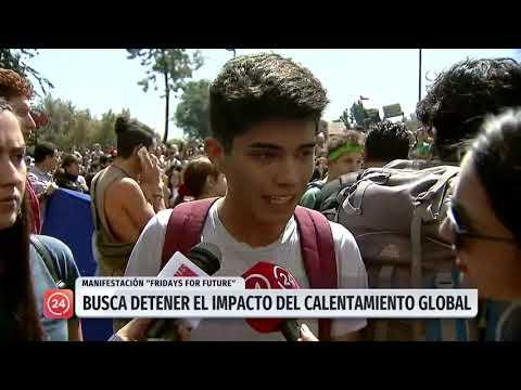 "Marcha ""Fridays for Future"" en Santiago convoca a miles de jóvenes"