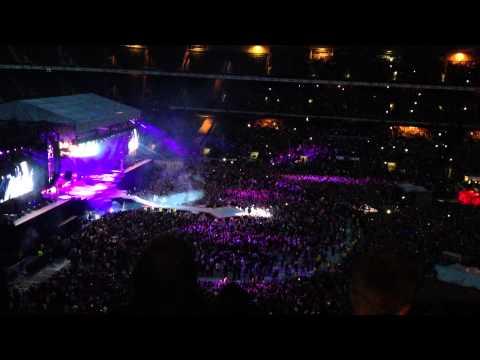 Rihanna - We Found Love @ Twickenham Stadium (Diamonds World Tour 2013)