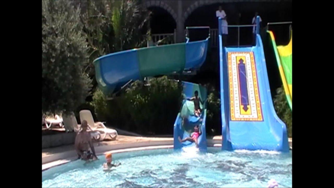 Kids on water slide. Отдых в Турции с детьми. Детские водные горки в Hotel Royal Holiday Palace.
