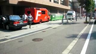 博多駅周辺にある、大手鉄道会社系列のホテルに多数の救急車が出動。 1...