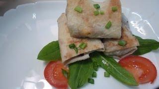 Конвертики из лаваша с сыром, колбасой, зеленью и помидорами