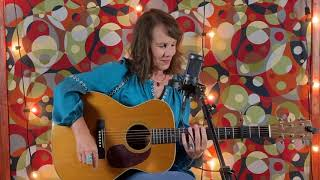 """Irene Kelley - Martin Guitar """"Jam in Place"""" at IBMA / World of Bluegrass"""