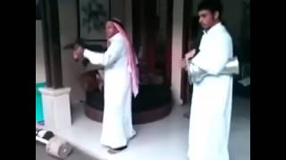 Gambar cover Arab man shouting American gun M4 (hamid Q)