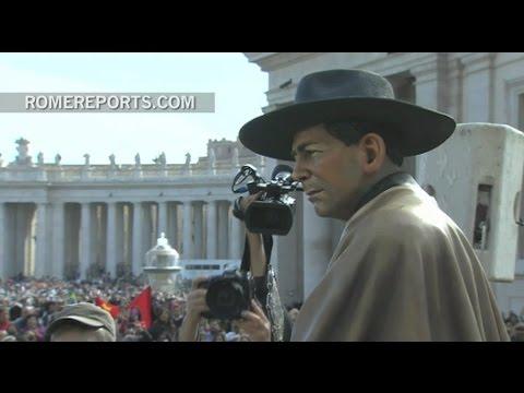 "Pope Francis blesses lifesize statue of ""Gaucho priest,"" José Gabriel del Rosario Brochero"