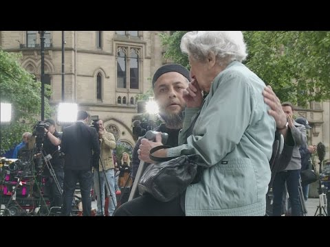 Muslim man comforts elderly Jewish woman at memorial