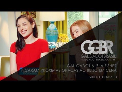 Gal Gadot & Isla Fisher ficaram próximas graças ao beijo em cena [HD] (Legendado)