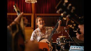 Caroline Jones & The Trenwiths - Silver Bells (+ bloopers)
