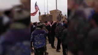 Репортаж из Сирии, где российские военные спасли от расправы американский конвой.