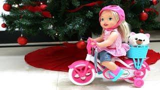 Navidad TotoyKids La Muñeca Little Mommy Isabela recibe una bicicleta de Papá Noel!!! thumbnail