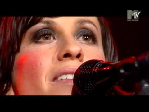 Alanis Morissette - Out Is Through live MTV Supersonic 2004