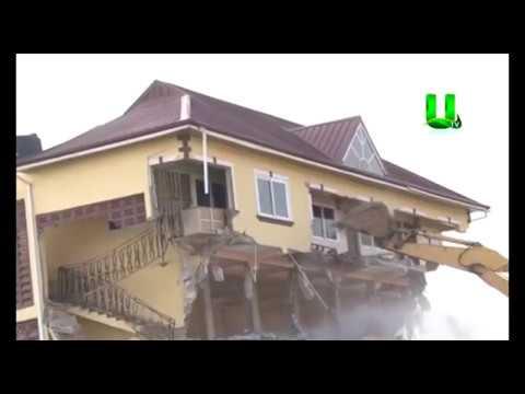 Kumasi Metropolitan Authority (KMA) Pulls Down Collapsing 3 Storey Building At Asafo