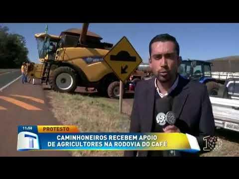 Caminhoneiros recebem apoio de agricultores na Rodovia do Café