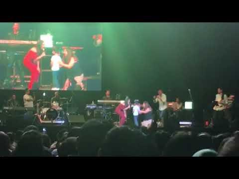 Neha Kakkar Sings Maahi Ve To Little Boy On Stage Trenton NJ Concert 2018