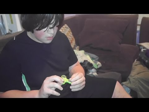 Thumbnail: mom buys kid a fidget spinner for $1