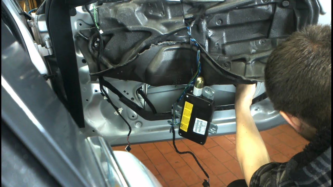 how to open bmw 5 series boot without key