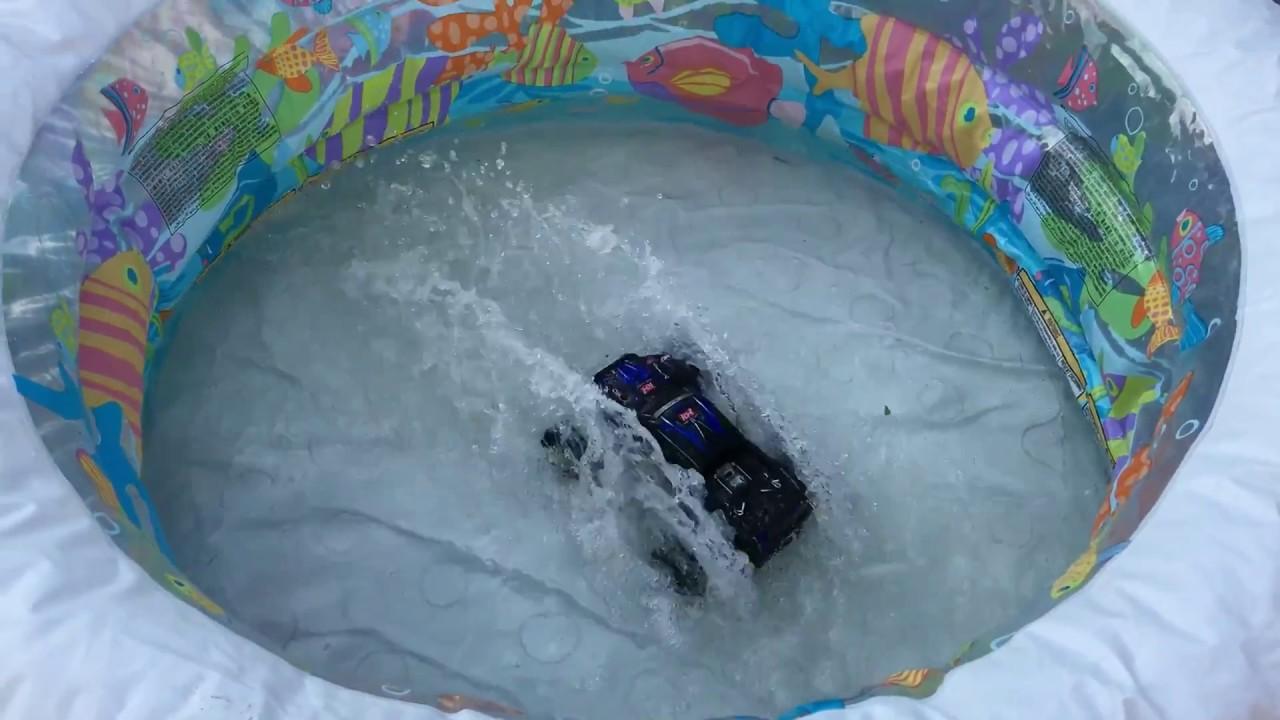 Суровое испытание Remo hobby SMAX RH1631. Прыжки на трамплине и в надувной бассейн, прямо в воду